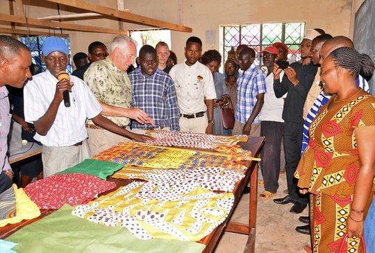 Kleidung in afrikanischer Nähschule